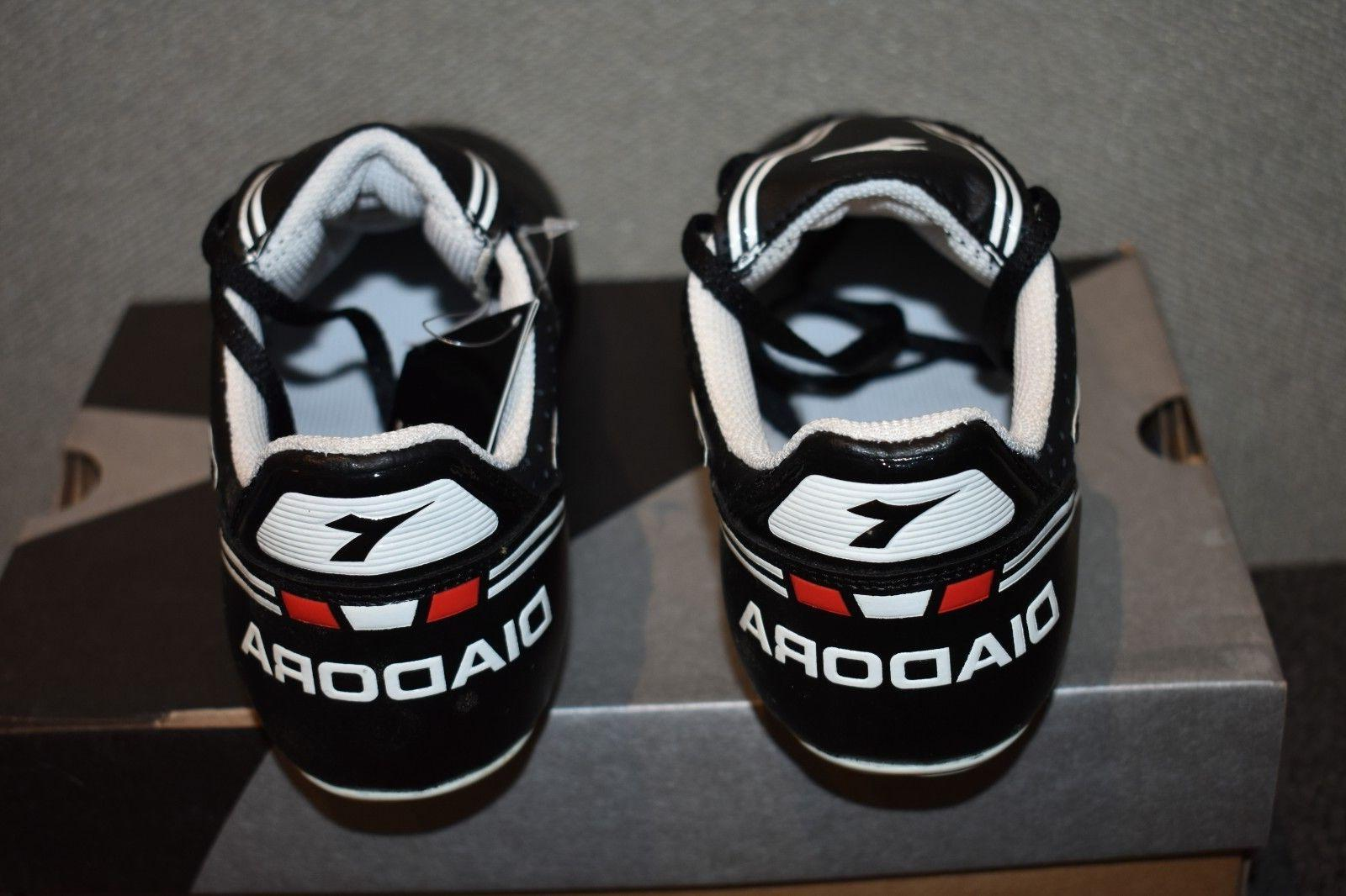 Mens MD Black and Soccer Cleats