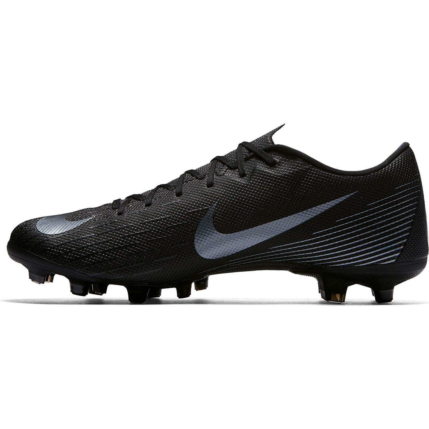 NIKE Men's Academy Soccer Cleat