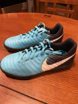 Youth Nike Tiempo X Indoor soccer cleats Size 2.5 Youth, Blu